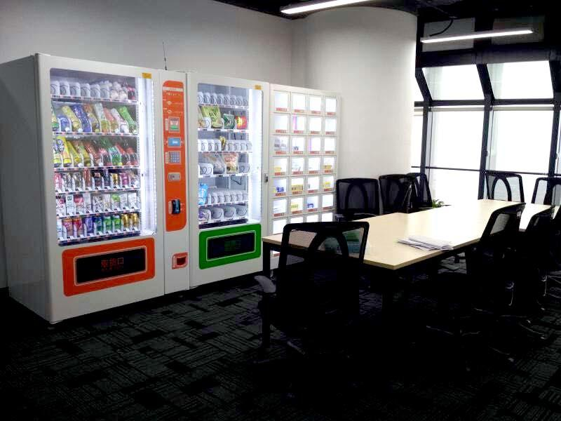 Beverage snack vending machine